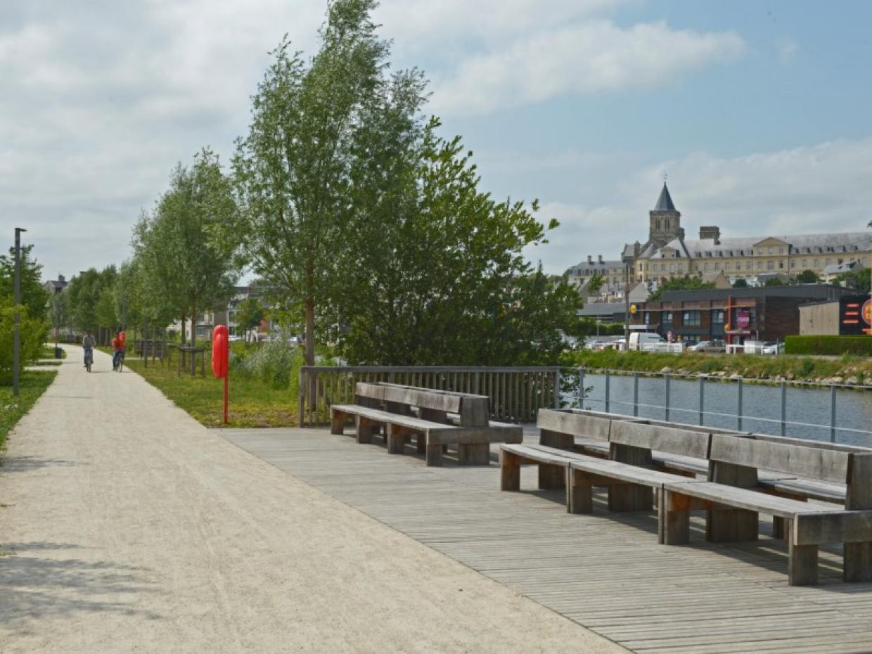 La promenade Pierre-Berthelot en bordure de canal